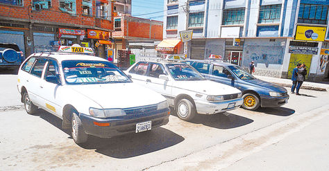 Los taxis y radiotaxis de El Alto trabajan sin regulación de tarifas