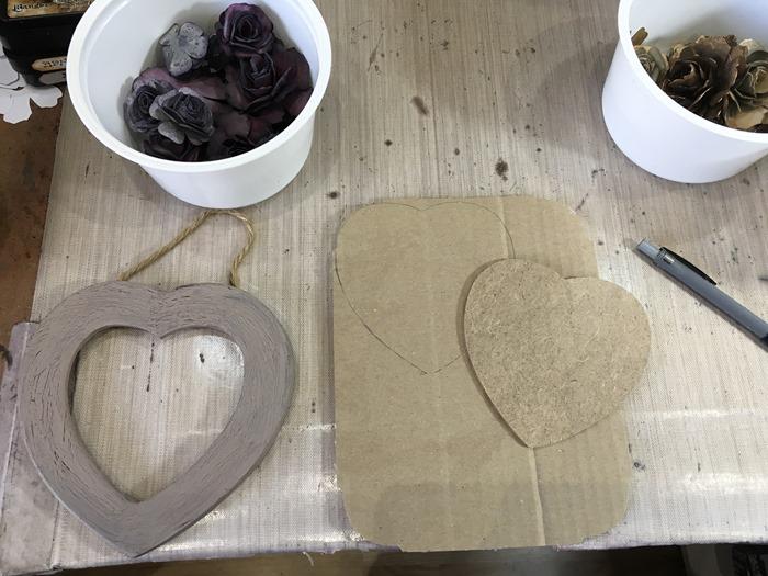 01 Cutting the Corrugated Cardboard