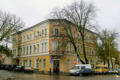 Домъ Книги на улице Петровской.