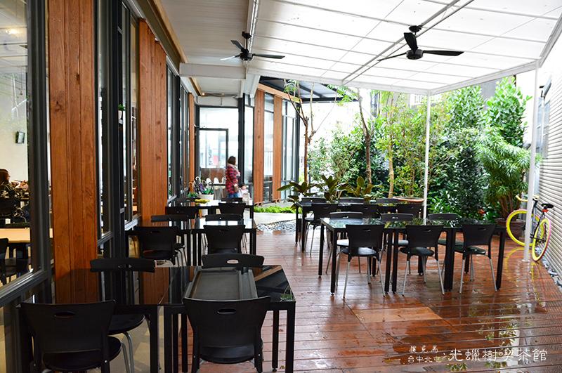 光蠟樹喫茶館庭院