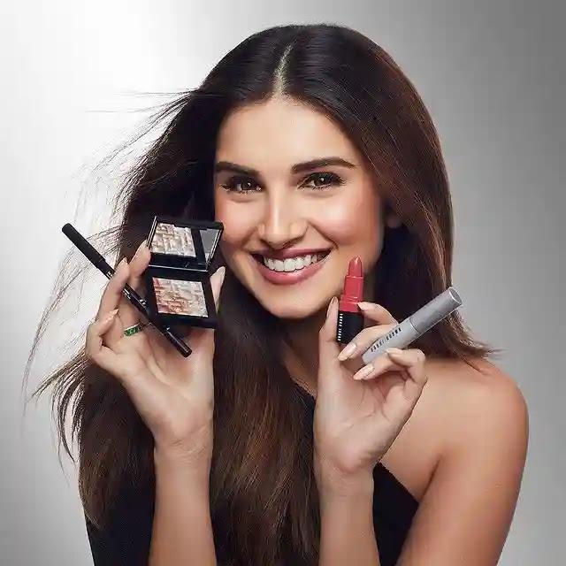 Tara sutaria with makeup kit
