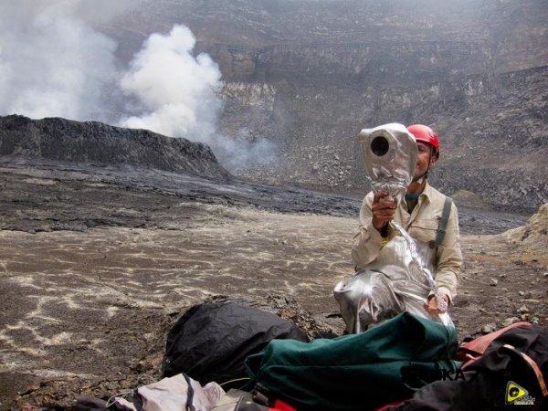 استكشافية لبركان نيراجونجو افريقيا 14.jpg