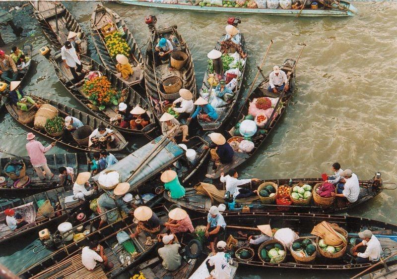 vietnam-floating-market-2