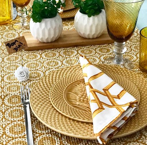 mesa posta lar doce casa  amarela