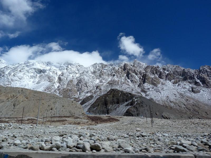 XINJIANG. Karakoram Highway, lune des plus haute route au monde, en passant a 4400 m - P1280482.JPG