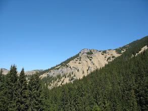 Photo: 20.Otwiera się widok na grań między Malym Salatínem (1443 m) i Salatínem (1630 m).