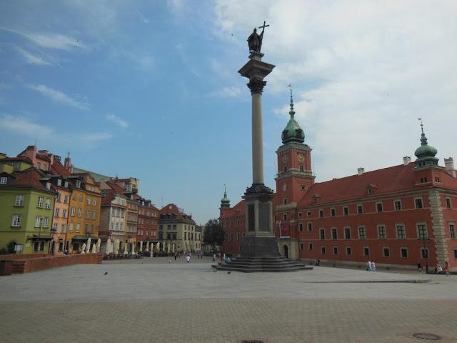 Plaza Zambowy con la Columna de Segismundo y el Castillo Real