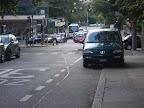 Contresens cyclable, Avenue Peschier. Tous les jours il y a au moins une voiture parquée sur la bande cyclable de l'avenue Peschier…