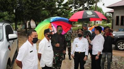 Danrindam XII/Tpr Bersama Walikota Singkawang Tinjau Lokasi Banjir di Dusun Bokmakong