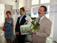 13 Szesztay Bujdošová ajándékával.JPG