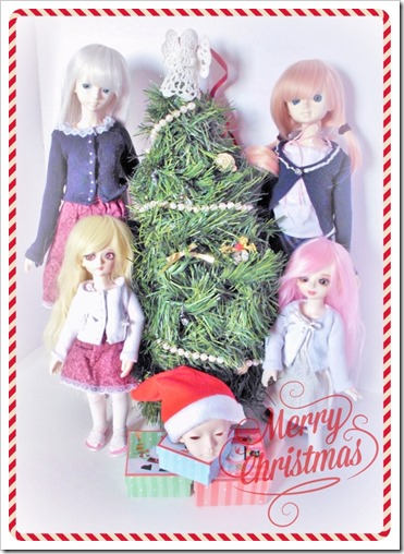 A ball jointed doll Christmas card photo.  Cute.