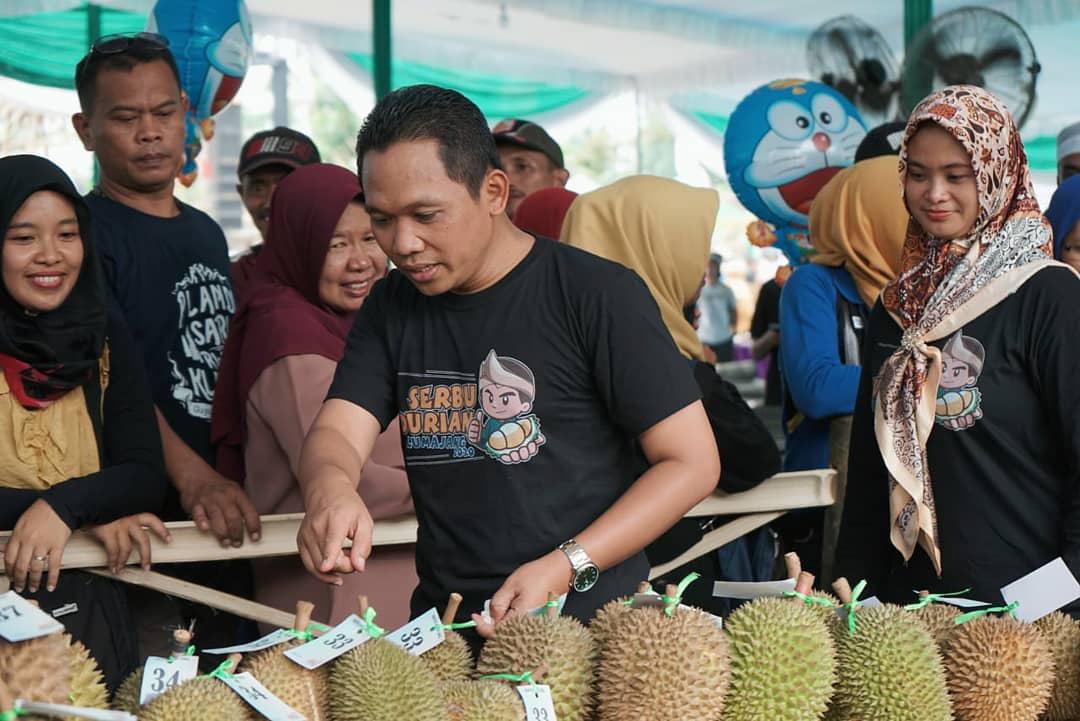Ribuan Orang Serbu Durian Lumajang