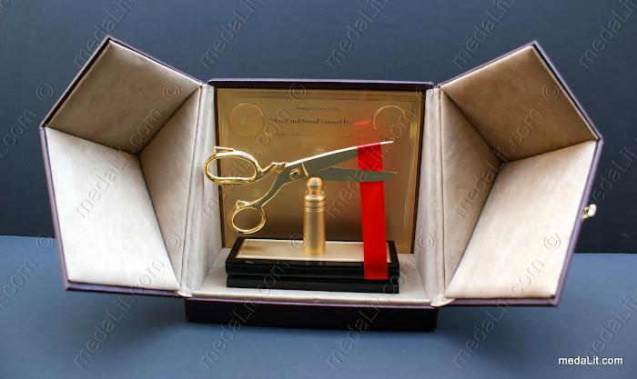 AA.1903.A Absiclusive Goden Scissor Award