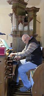 Na varhany improvizoval pan prof. Jaroslav Vodrážka