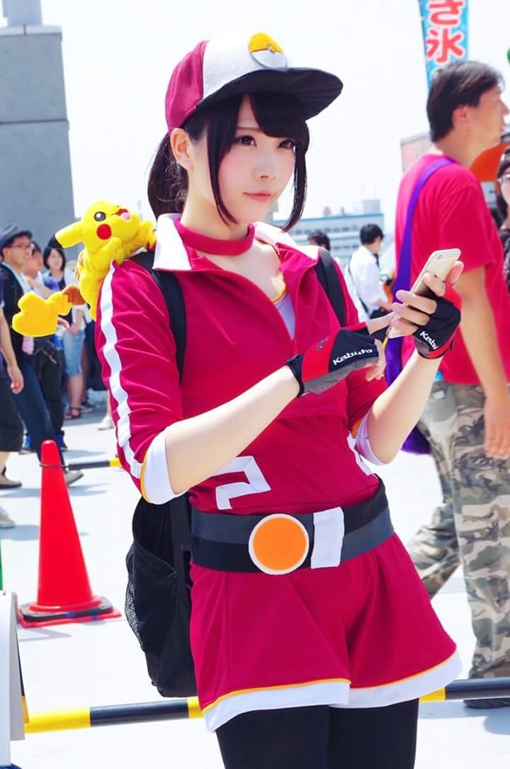 Gái xinh chơi Pokemon
