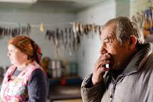 Anatoliy a jeho žena Olga patří k těm, kdo zůstali. Vodyanoe, Ukrajina. Foto: Roman Lunin, Člověk v tísni