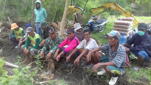 Masyarakat Desa Laponrong Antusias Sambut Satgas TMMD