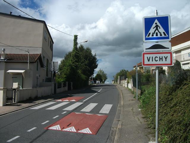1er mai 2017 (14043) – Entrée de Vichy par la rue de la Cascade