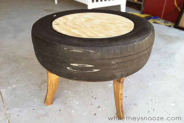 Cole o pneu