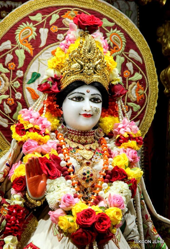 ISKCON Juhu Sringar Deity Darshan on 2nd Jan 2017 (13)