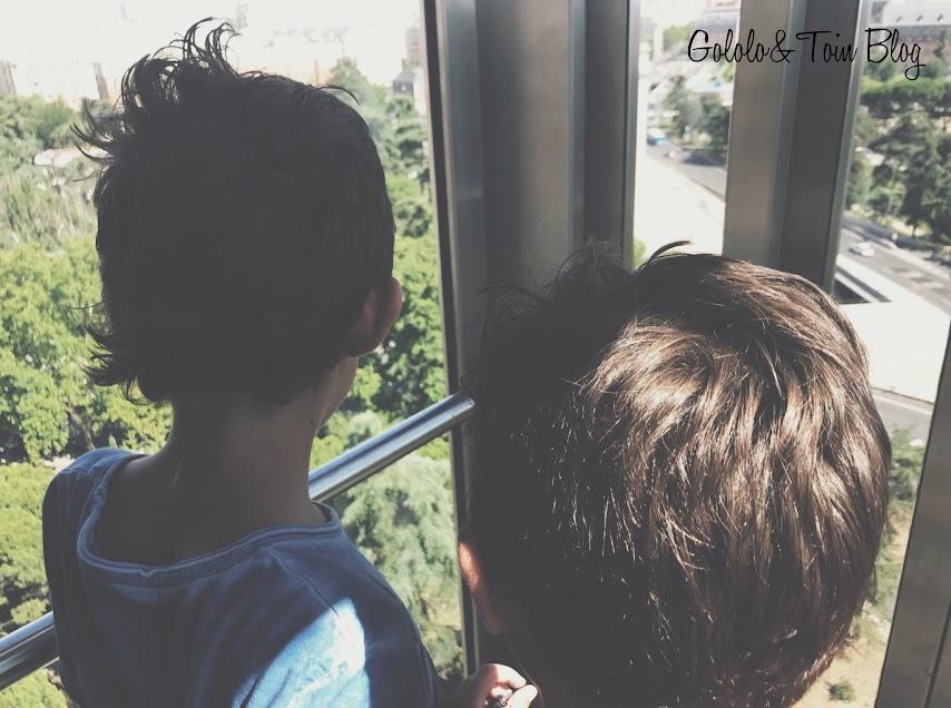 Subir en el ascensor panorámico del faro de Moncloa