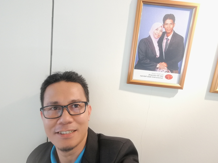 Dibelakang saya adalah gambar upline Master Dealer iaitu En Sabri