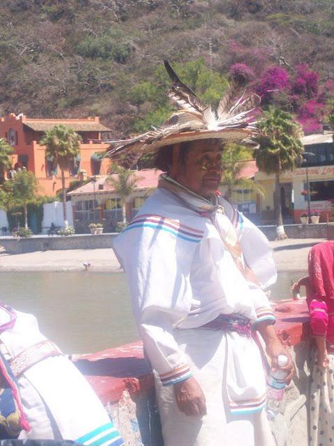 Ceremonia de Xicuri Neira con los hermanos Wixarikas (huicholes) - 29333_112390762129297_100000751222696_76174_7736069_n%255B1%255D.jpg