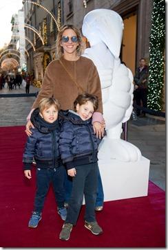 MONCLER ENFANT OPENING EVENT MILANO SPIGA_Rosa Cracco con Pietro e Cesare