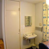 Room 05 Closet