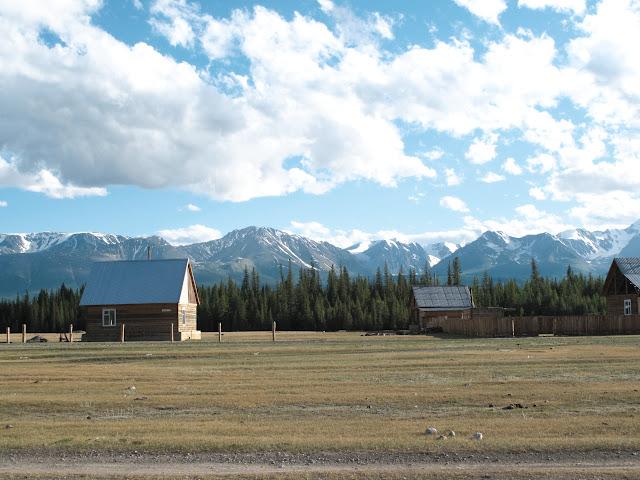Le village de Kuray, à l'ouest de Kosh Agatch (à 50 km de la Mongolie), 1500 m. Photo : J. Marquet
