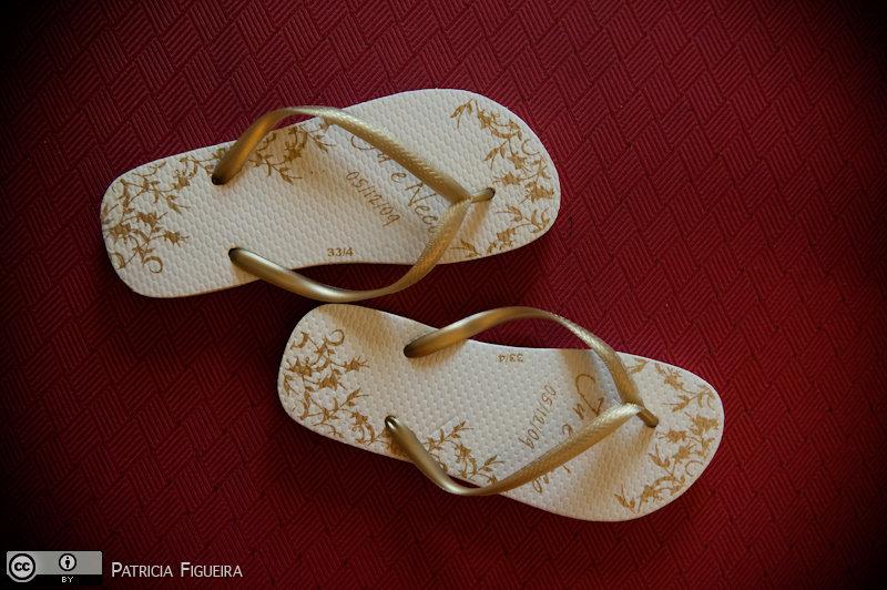 Foto de casamento 0032 de Julia e Erico. Marcações: 05/12/2009, Casamento Julia e Erico, Havaianas, Lembrancinha, Rio de Janeiro, Taty Sandalias.