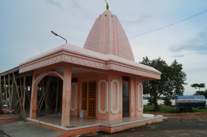 Omkareshwar and Hanmuntiya water resort - DSC07037.JPG