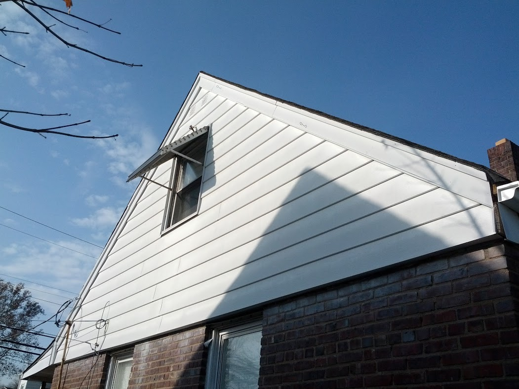Ridge Vent On Cape Cod Home Roofing Siding Diy Home