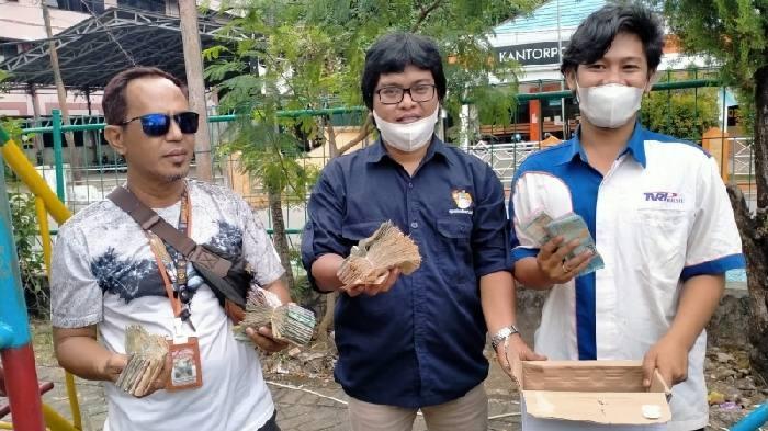 Penggalangan dana di jalan selama 3 jam, jurnalis Kotabaru berhasil kumpulkan dana sebanyak Rp4.390.000.