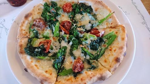 [写真]OLD HICKORYで季節限定「菜の花のピザ」