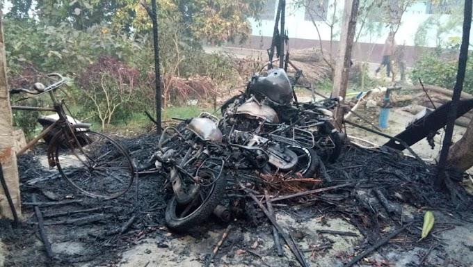अज्ञात बदमाशों ने मुजफ्फरपुर के द्वारिकापुर में एक झोपड़ी में आग लगा दिया जिसमें तीन मोटरसाइकिल जल कर राख