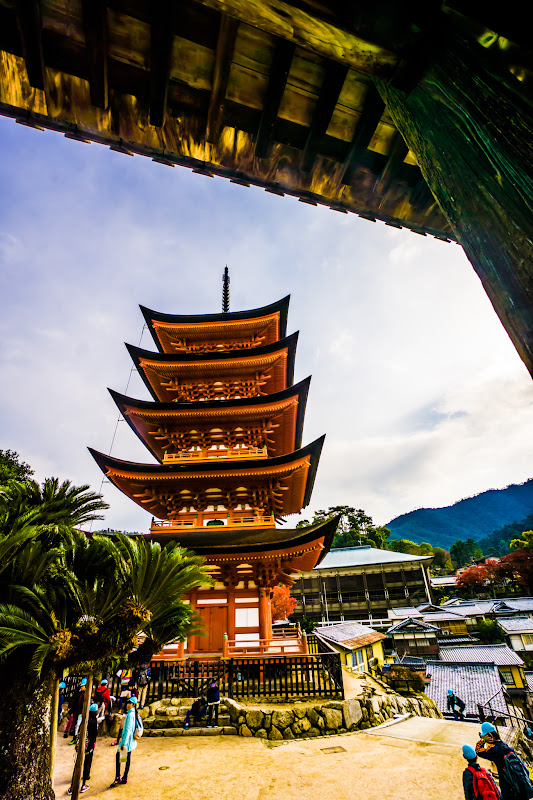 Miyajima Toyokuni Shrine (Senjokaku) five story pagpda2