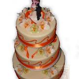 19. kép: Esküvői torták - Esküvői három szintes vőlegény és menyasszony figurás torta