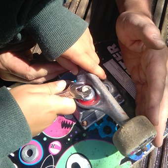 chaging bushing on a skateboard