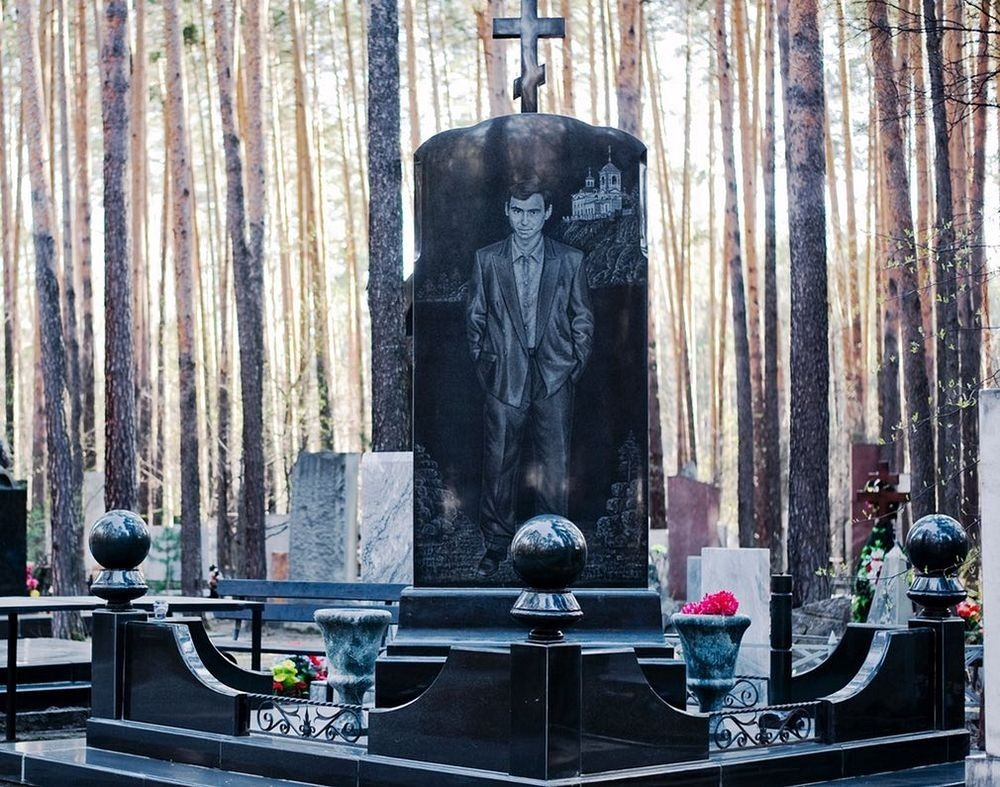 gangster-cemetery-yekaterinburg-13