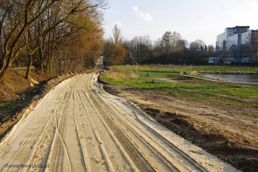 To będzie jedna z bardziej urokliwych dróg dla rowerów w Łodzi.