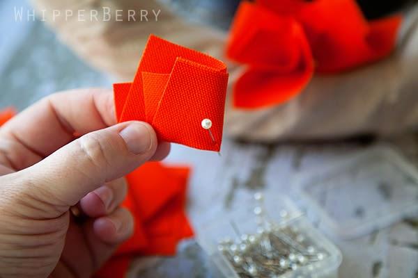 Colocar alfinete no pedaço de tecido