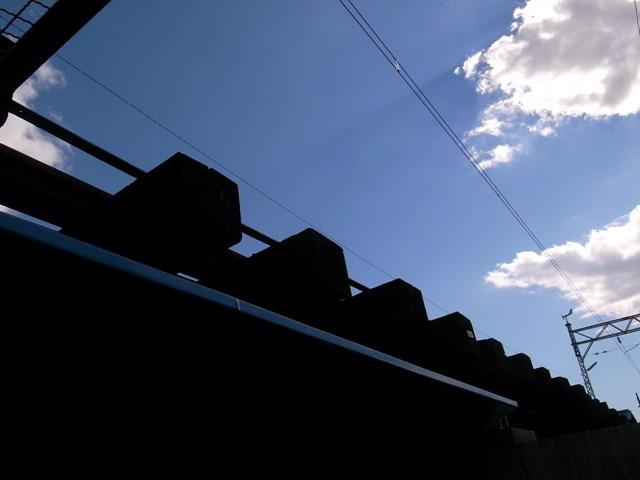線路の間線路の下