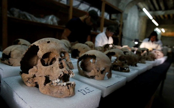 Torre de crânios humanos descoberta no México 06