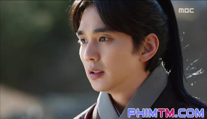 Đố kị với Kim So Hyun, nữ phụ Quân Chủ tự tay xẻo thịt mình - Ảnh 26.