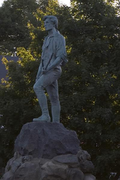 Осень в Ботсоне памятник