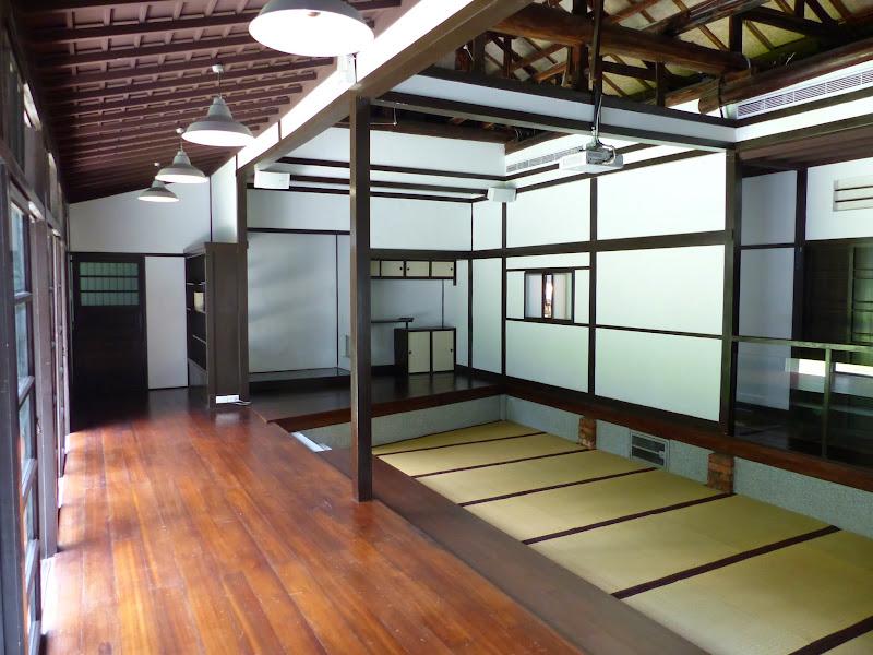 Deux maisons japonaises récemment restaurées et dédiées a la poésie