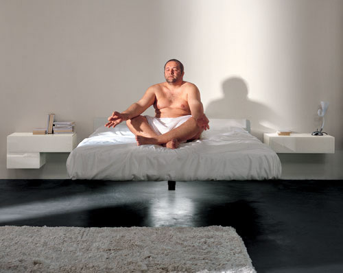 LAGO-letto-FLUTTUA-con-appoggio-su-una-gamba-centrale.jpg
