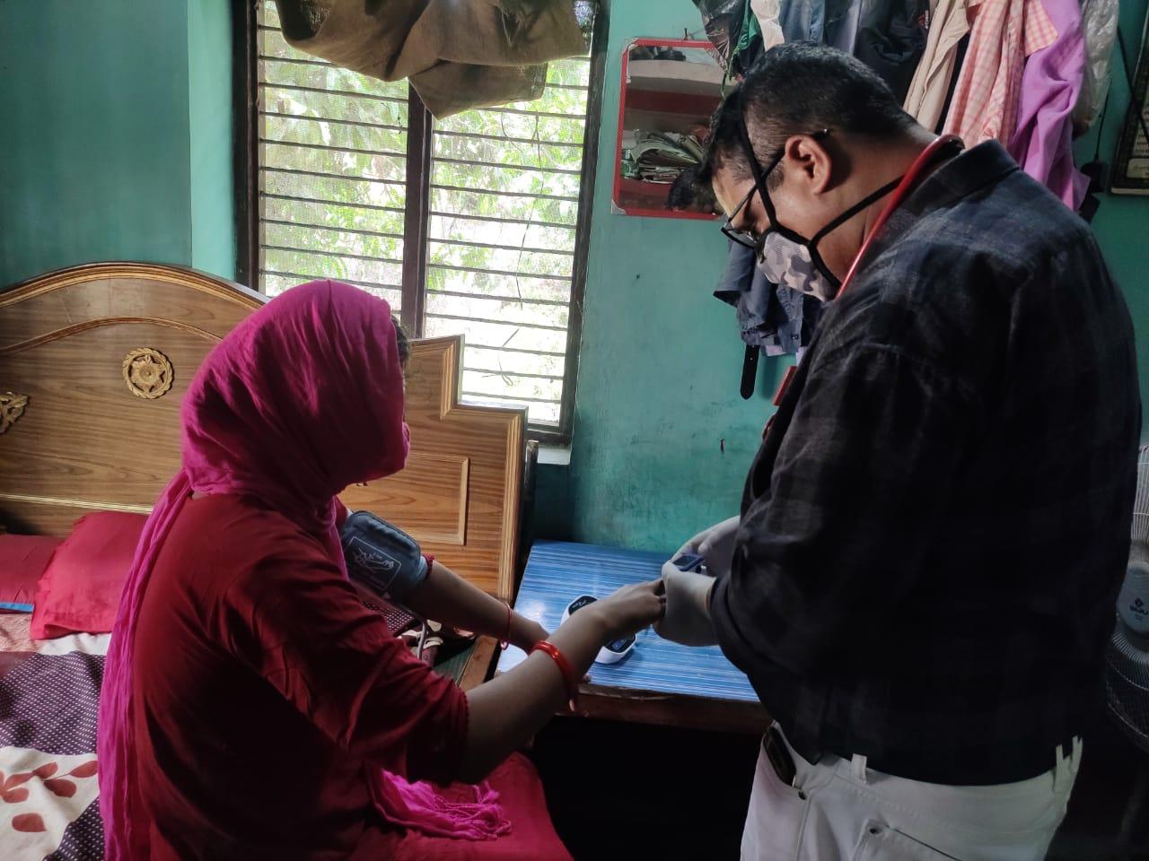 जिलाधिकारी के निर्देश पर गठित पीएचसी की चार टीमों ने घर-घर जाकर 18 लोगो को उपाचार कर कोविंड संक्रमण मरीजो को किया मुक्त