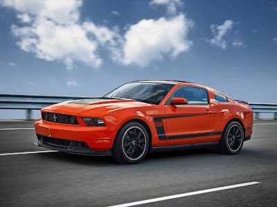 Ford-Mustang_Boss_302_2012_1600x1200_Front_Angle_07